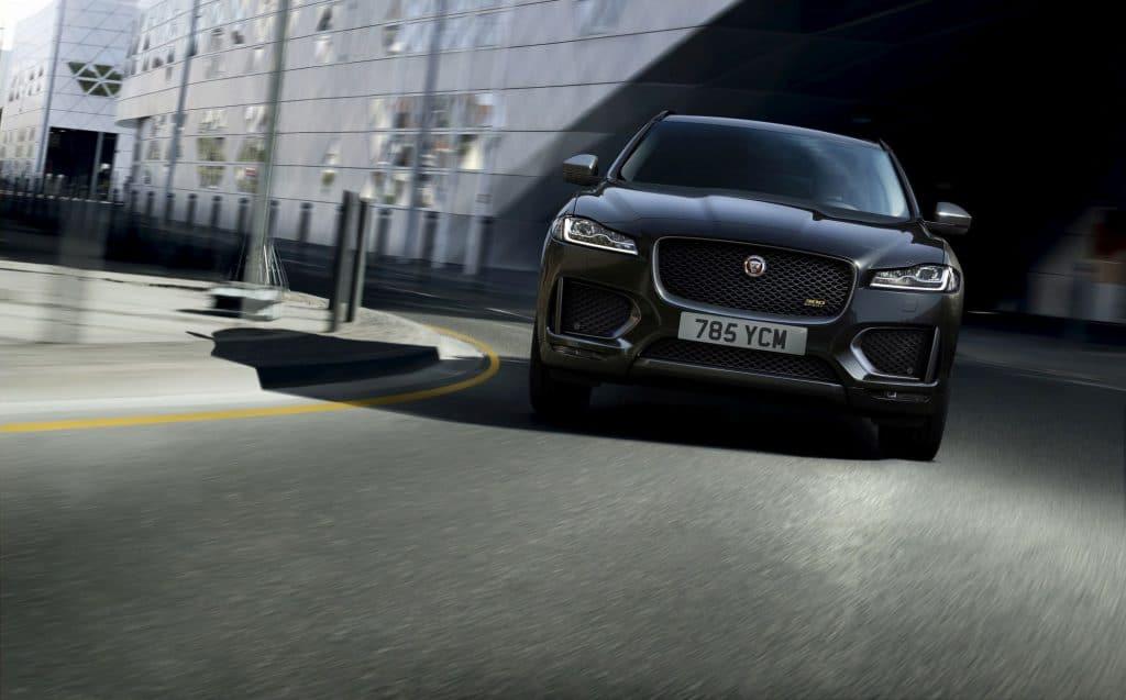 Jaguar F- PACE startet mit den Sondereditionen 300 SPORT und Chequered Flag