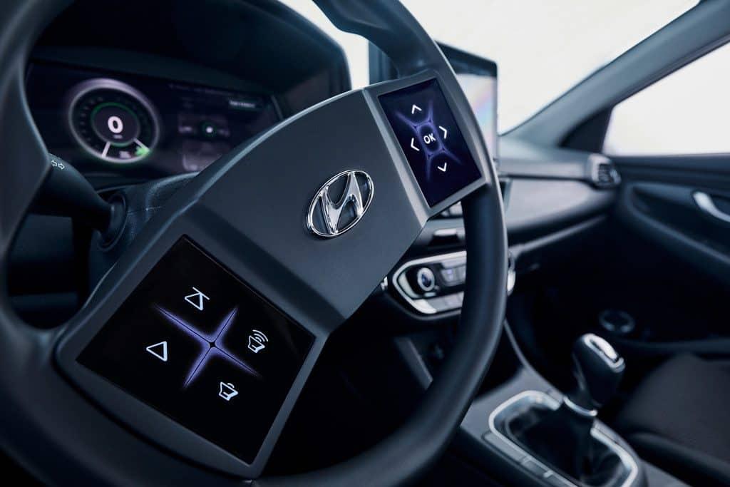 Hyundai hat seine Idee eines virtuellen Cockpits in einen i30 implantiert.