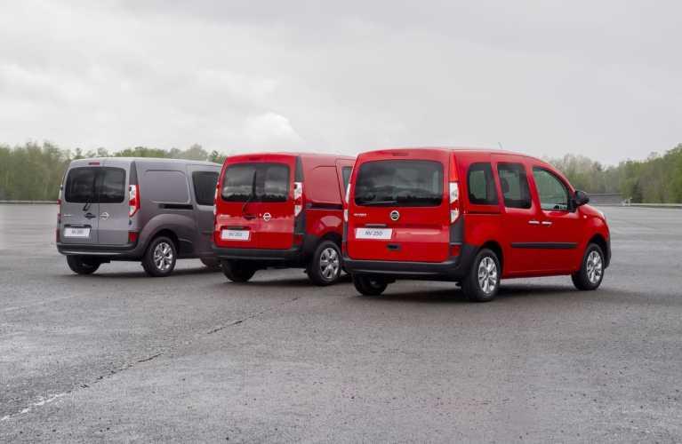 Nissan NV250 Kastenwagen L2 (links) mit NV250 Kastenwagen L1 (Mitte) und NV250 Kombi L1 (rechts)