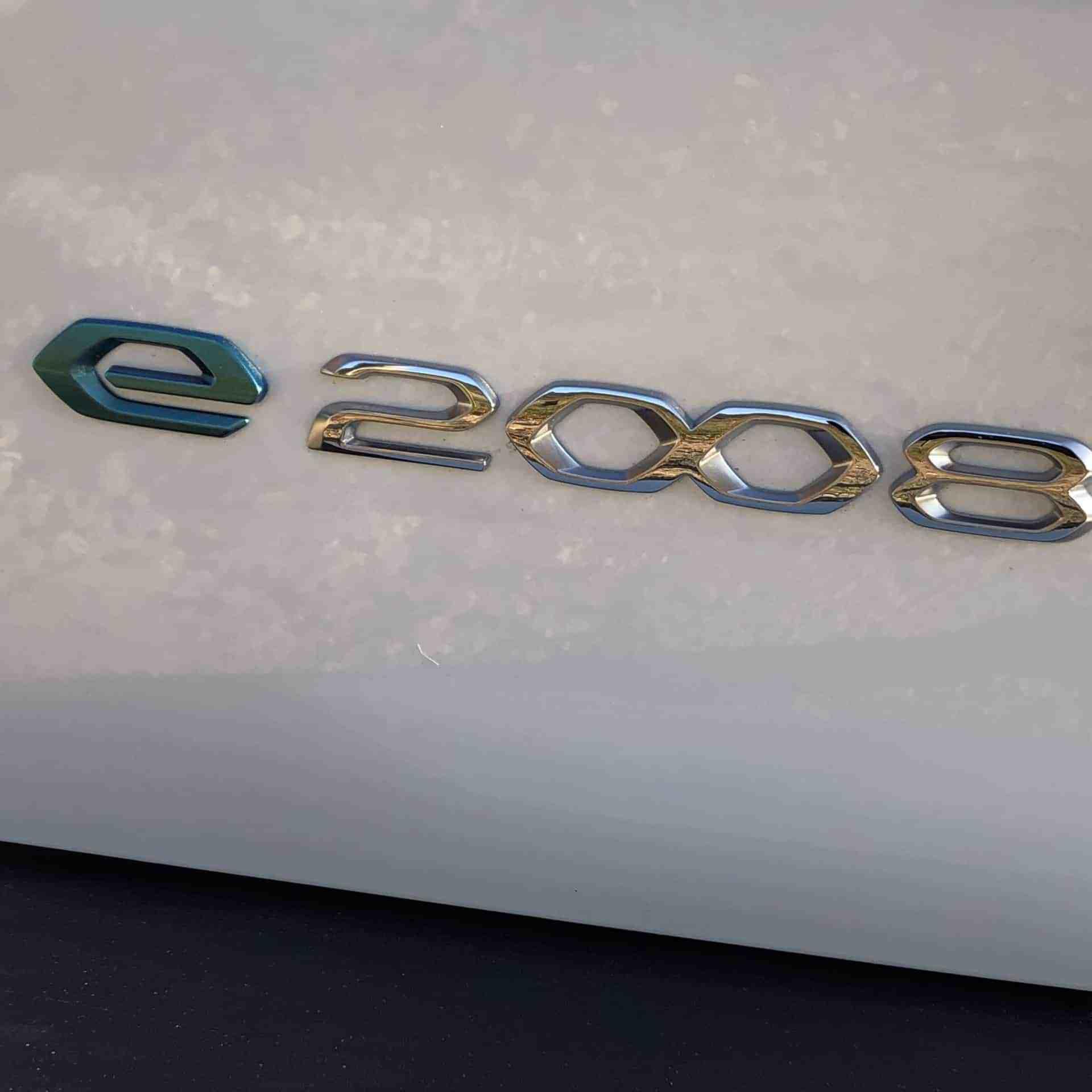 Neuer Peugeot e-2008 (136 PS)