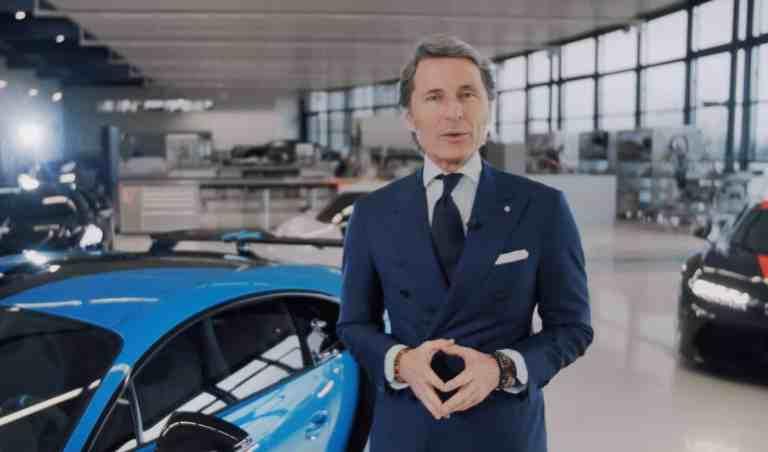 ugatti-Präsident Stephan Winkelmann bei der Video-Präsentation des Super-Luxus-Sportwagens. © Bugatti