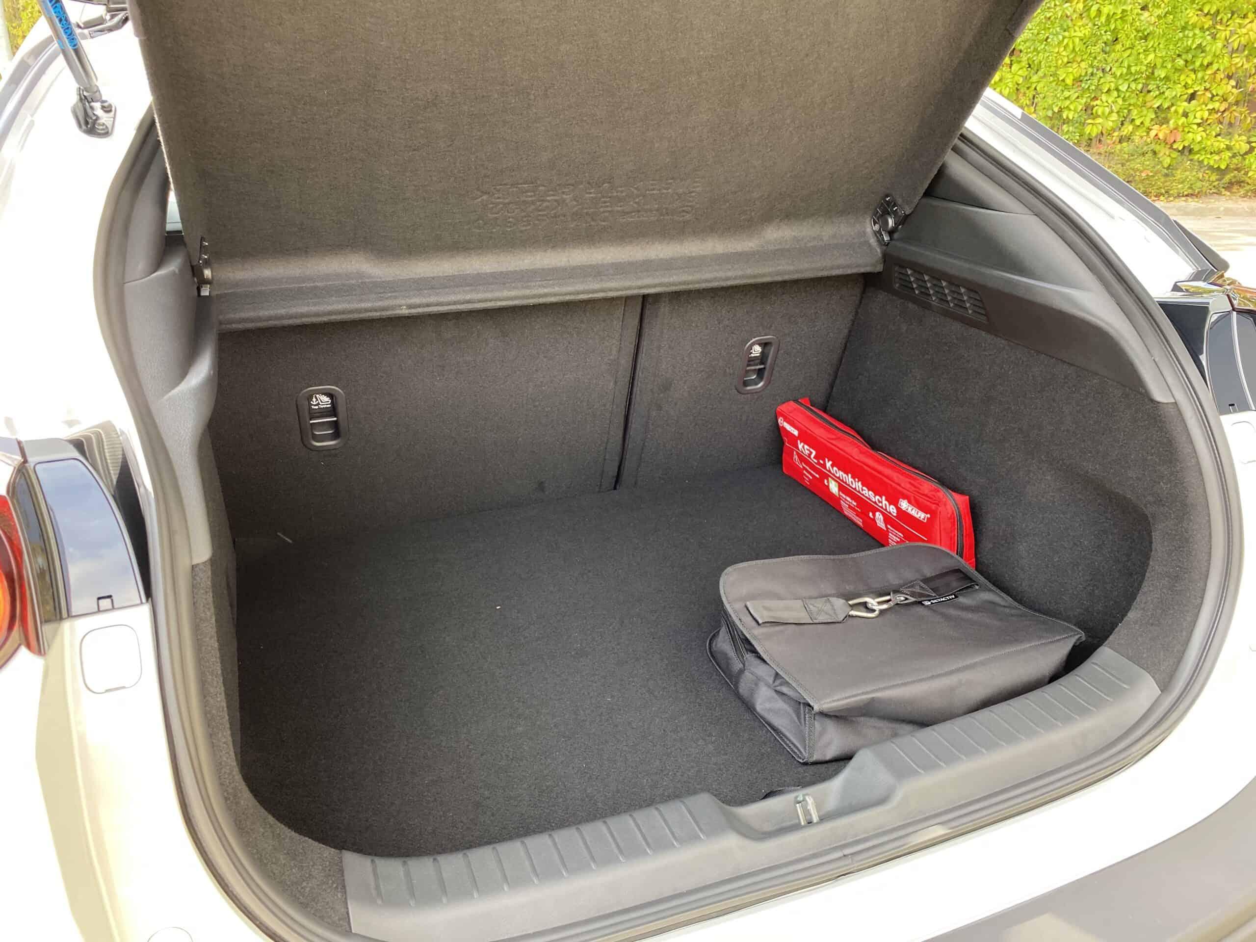 Neuer Mazda MX-30 (145 PS) - Kleiner Akku, großer Erfolg? Preise ab 23.645€?!, Kofferraum