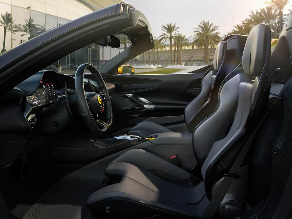 Der Ferrari SF 90 öffnet sich
