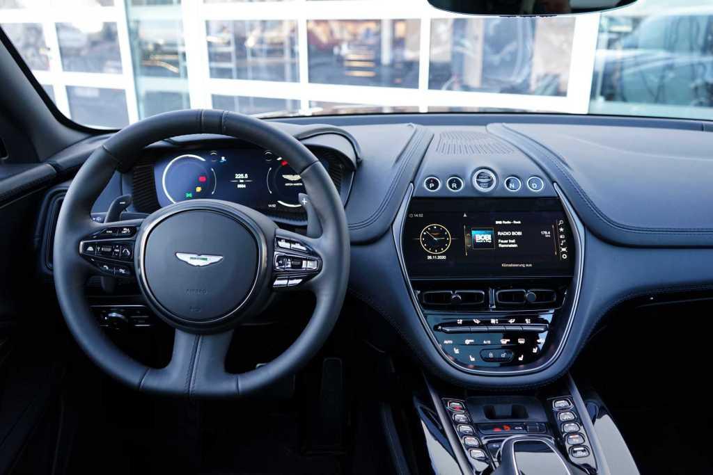 Erstes Aston Martin SUV mit AMG-Power