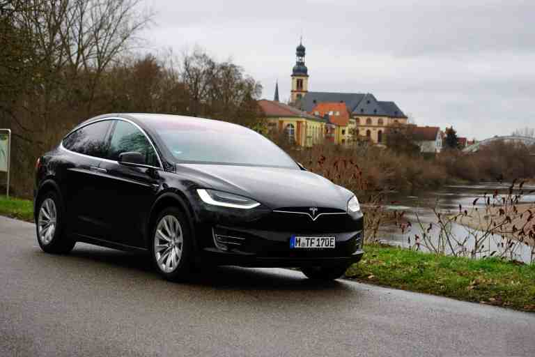 Tesla Model X – Das E-SUV mit Coolness-Faktor