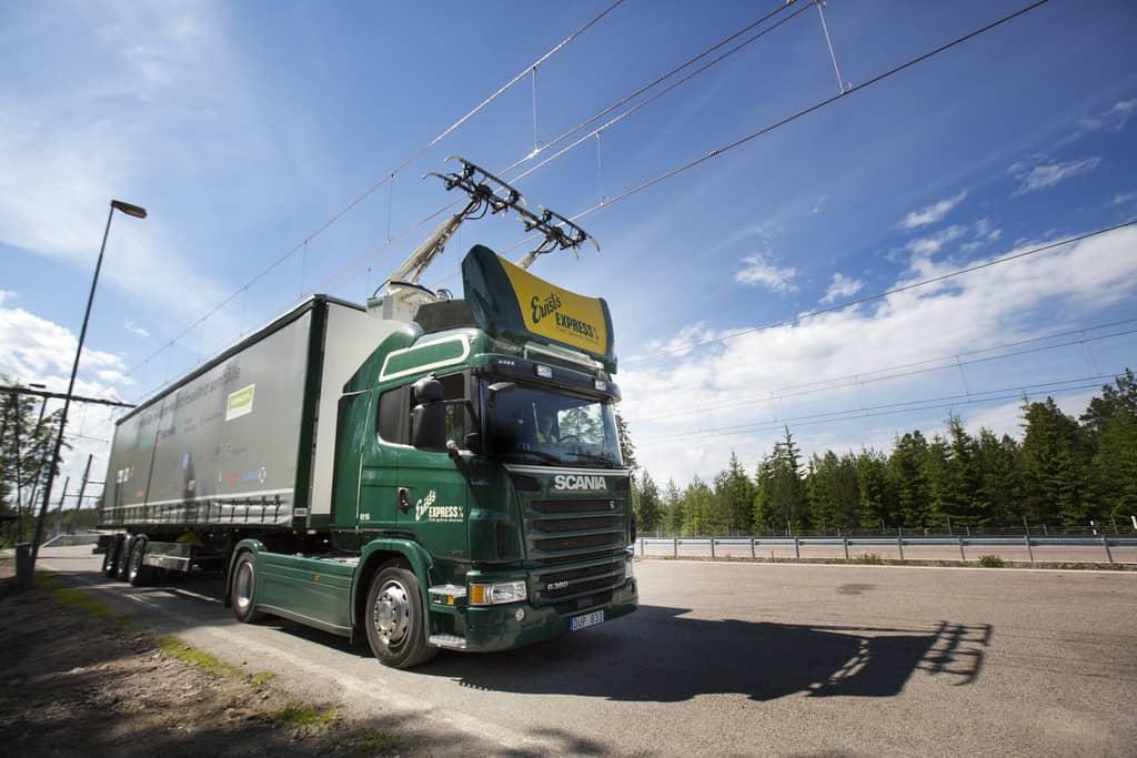 Heidelberger Umweltinstitut: Elektro-Oberleitung für Brummis vielversprechend