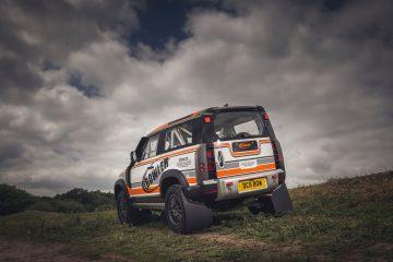 Der Land Rover Defender startet in den Rallyesport