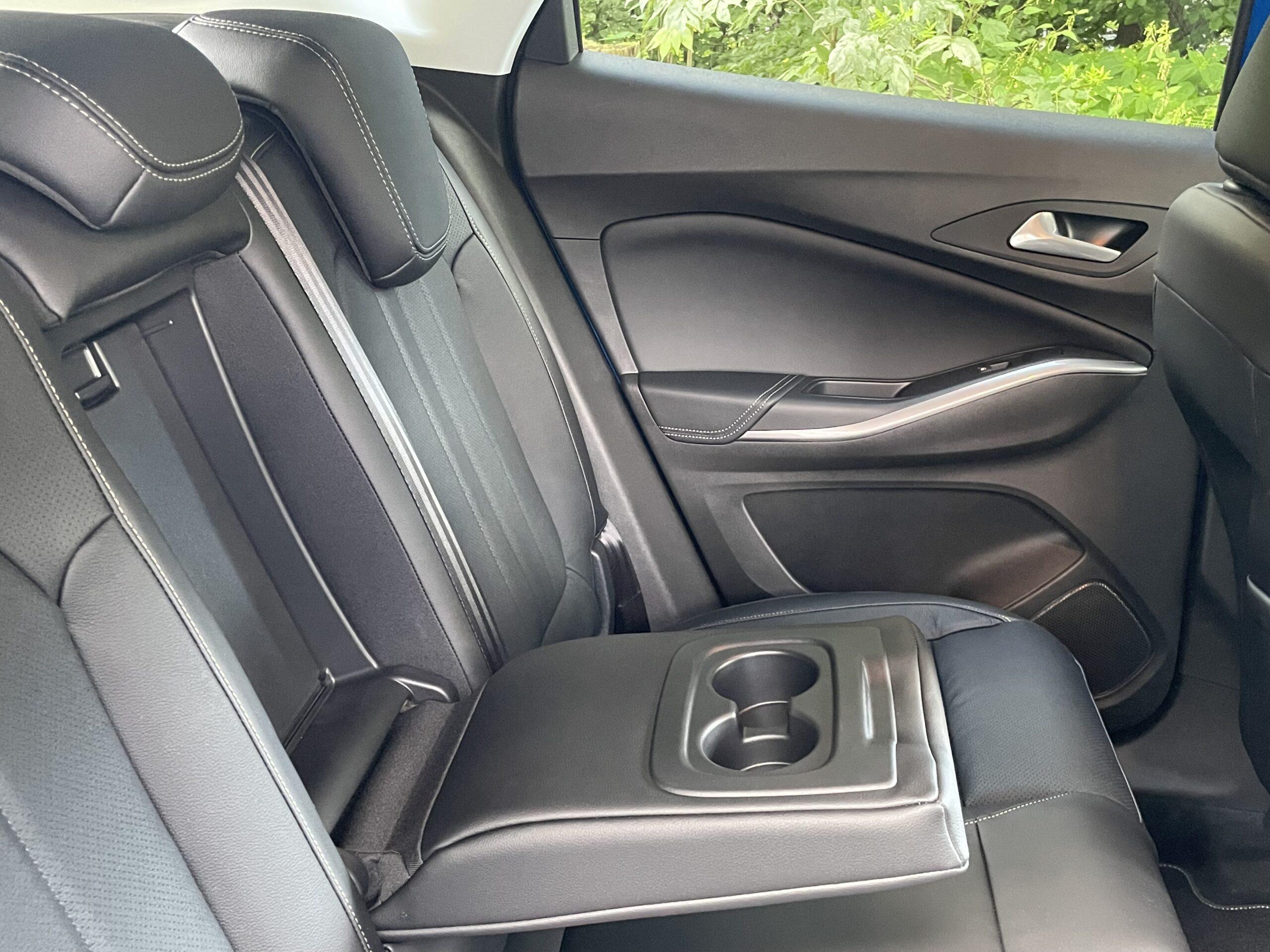 (2021) Opel Grandland Hybrid4