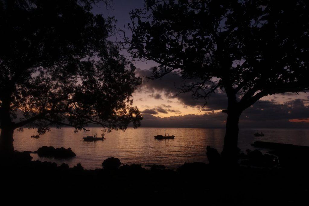 Sonnenuntergang an der Bucht von Craig Cove, Ambrym.