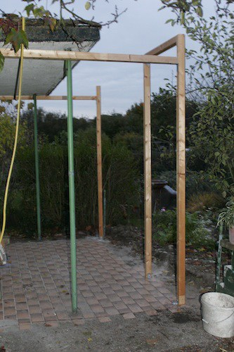 Gerüst aus Pfosten für die Gewächshausfenster