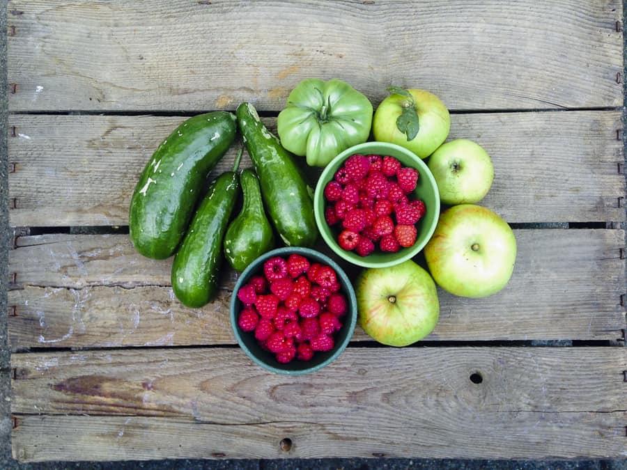 himbeeren, gurken, äpfel