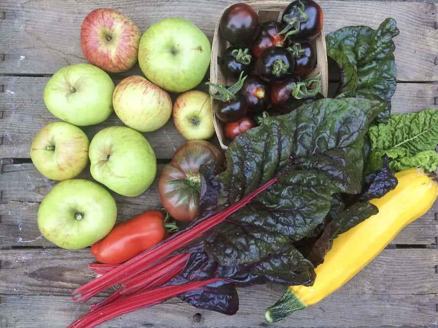 Mangold, Äpfel, Tomaten, Zucchini