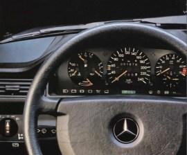 der mann und sein auto - das Cockpit des Mercedes W124