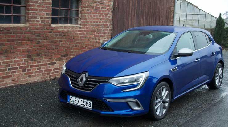 Renault-Megane-GT-Line-2016-schraeg-von-vorn-total
