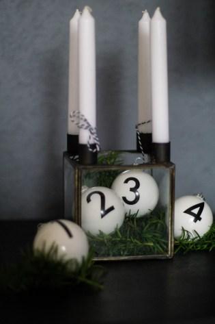adventskranz-christbaumkugeln-adent-weihnachten-kerzen-schwarz-weiss-3