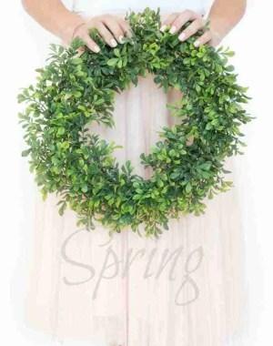 Wie man einen einzigartigen und schönen Frühlingskranz auf einem Budget macht