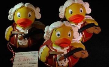 出典: |Austro-Ducks|http://www.austroducks.com/shop/badeentensets/3-auf-einen-streich