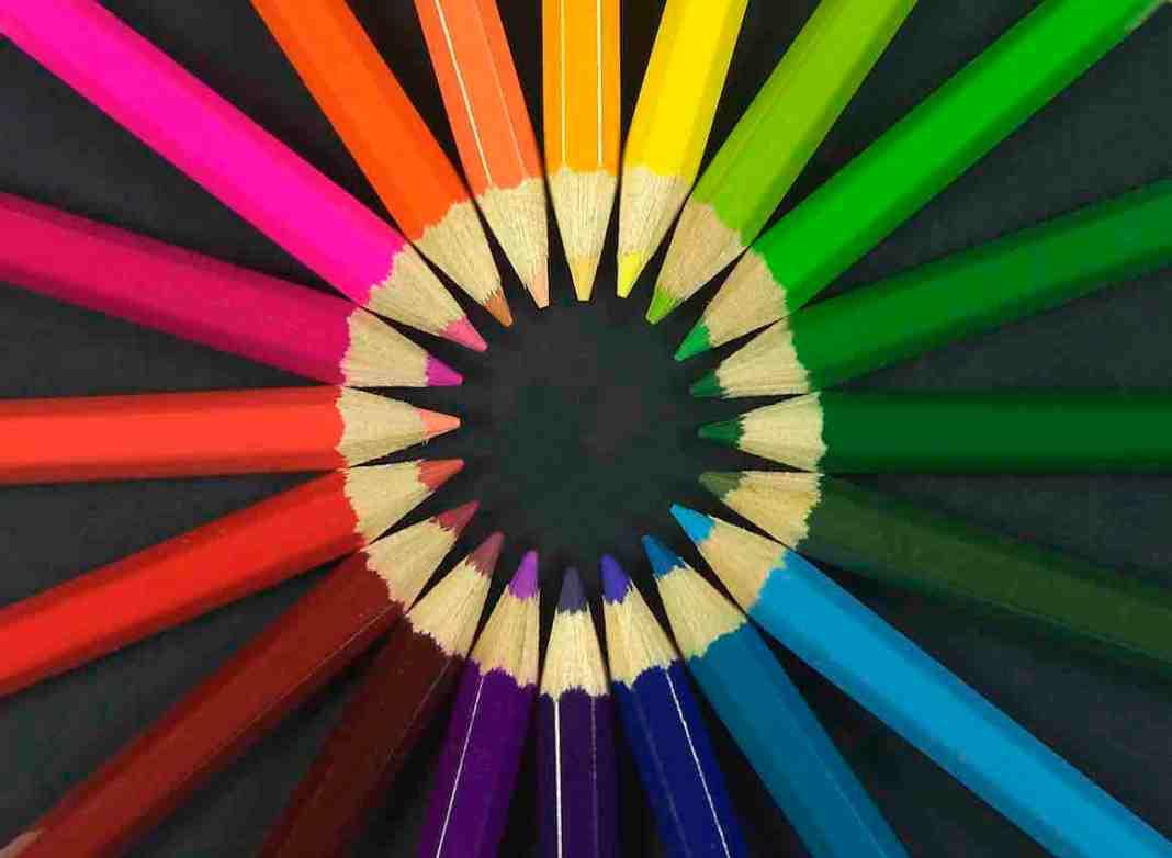 出典: | Wikipedia CC BY-SA 3.0 | https://commons.wikimedia.org/wiki/File:Colouring_pencils.jpg#/media/File:Colouring_pencils.jpg