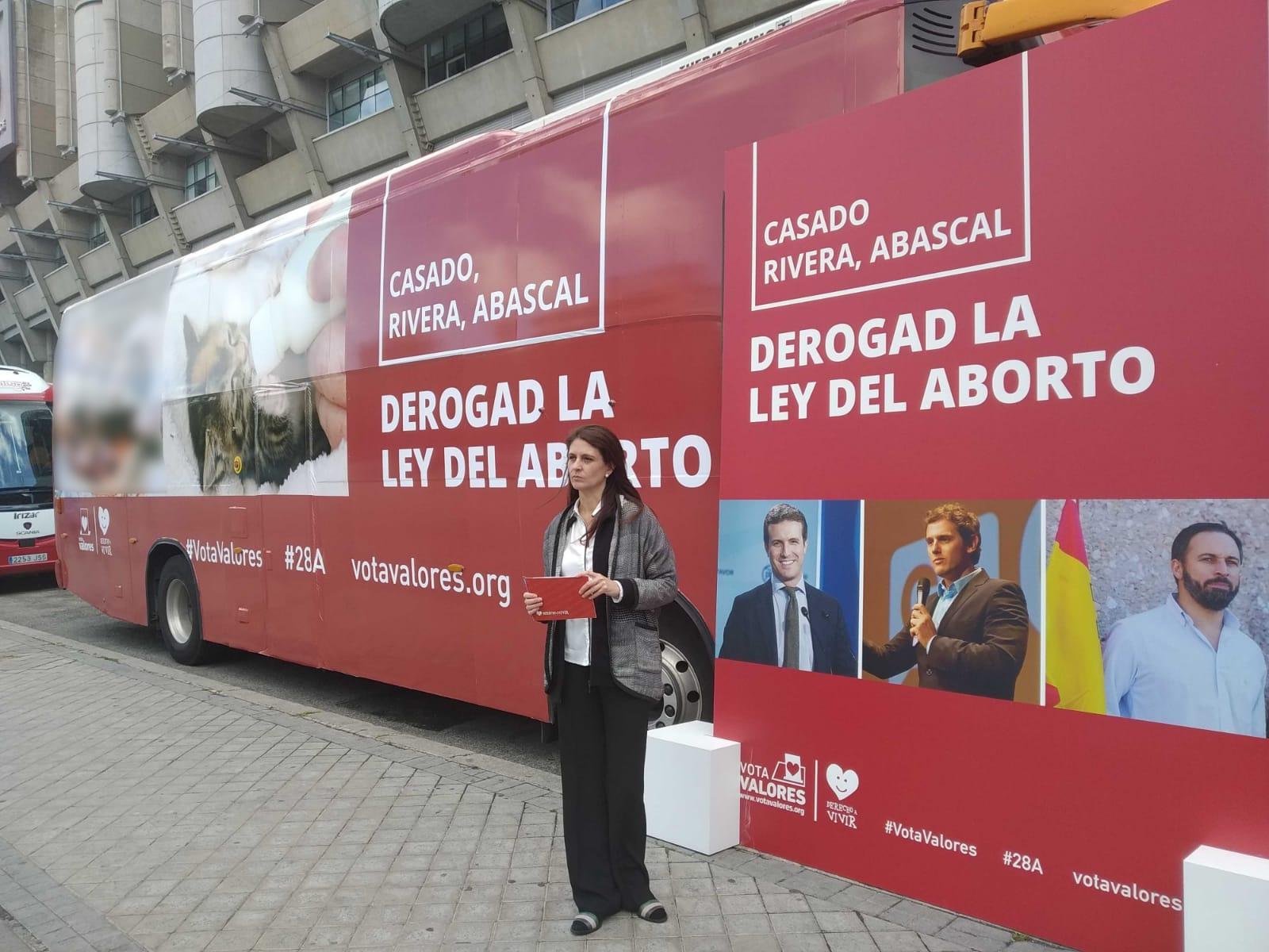 Derecho a Vivir fleta el autobús #StopAborto