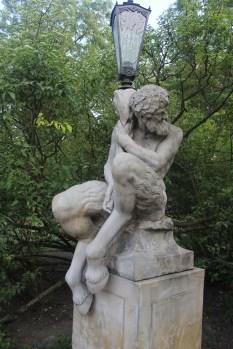 Estatua de un Fauno en el Parque Łazienki