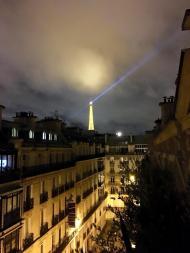 """""""Bon paris de nuit. Il était merveilleux pour apprendre à vous connaître sur ce court voyage. #dhoughphotography #paris #letTherebelight"""" - January 4-7, 2016 Courtesy derekhough IG"""