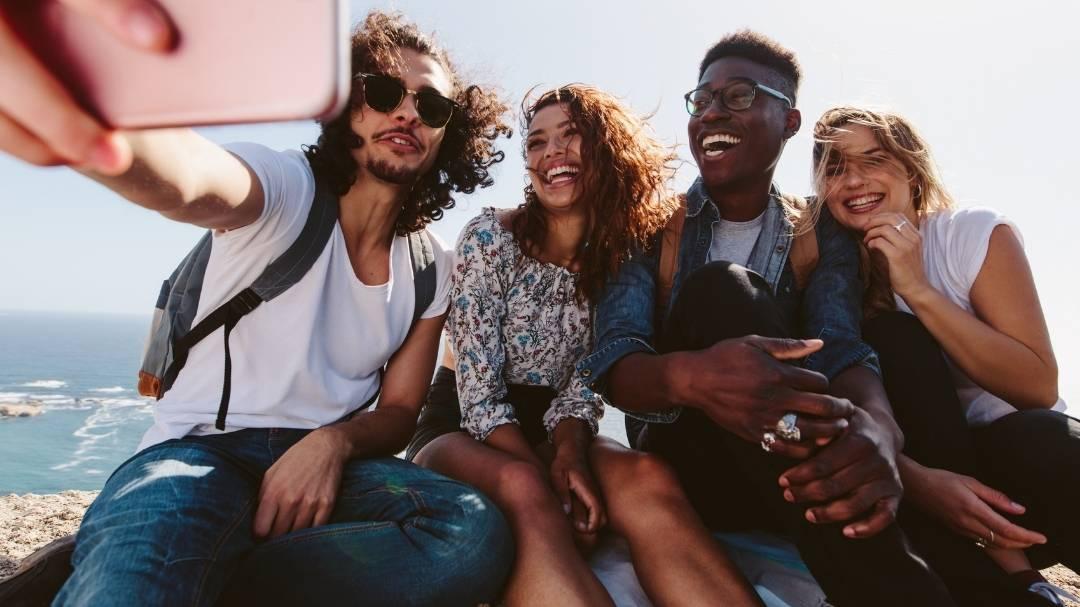 Trend topic estate 2021 nella comunicazione sui social media e marketing digitale: Food, Turismo, Beauty e Sport