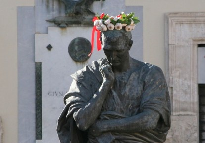 Ovid mit Knoblauchkranz