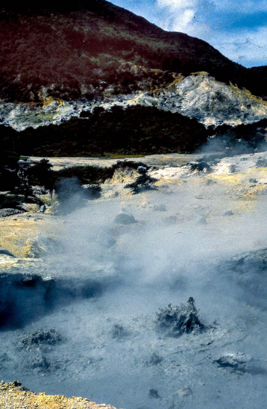 Wasser blubbertin einer heissen Quelle
