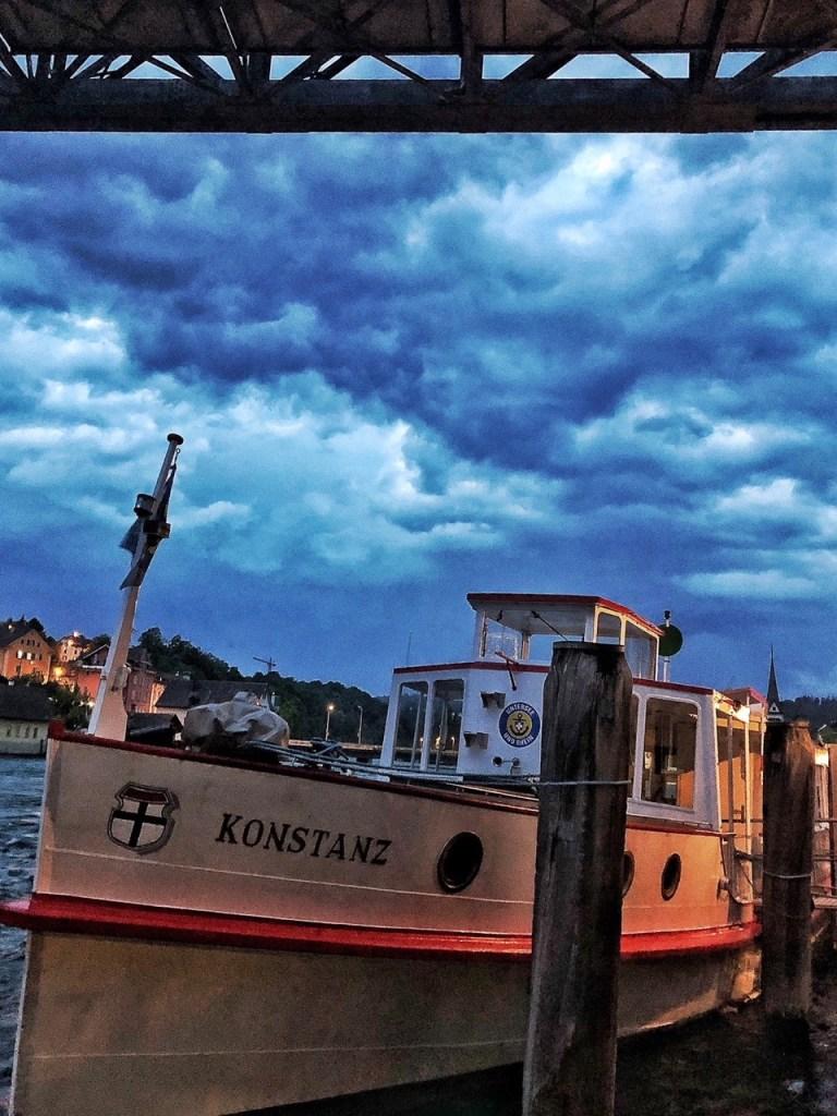 Schiffshotel mitten in der Stadt Schaffhausen Schweiz: Die MS Konstanz gehört zur Flotte der Schweizerischen Schifffahrtsgesellschaft Untersee und Rhein