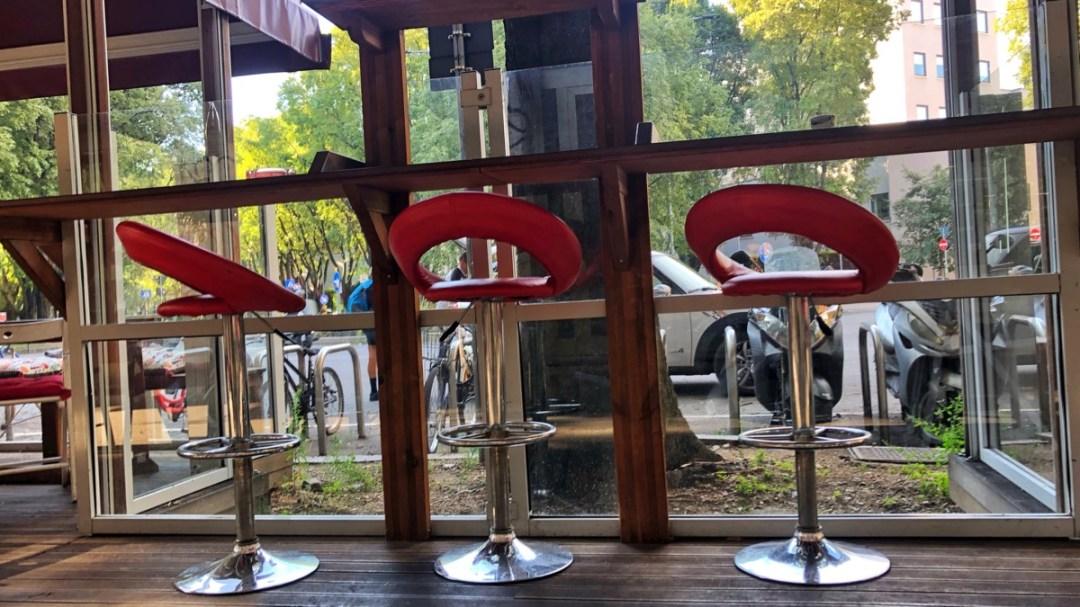 Milano Navigli: Kaffeepause an der Via Tortona im Cafe Sudan