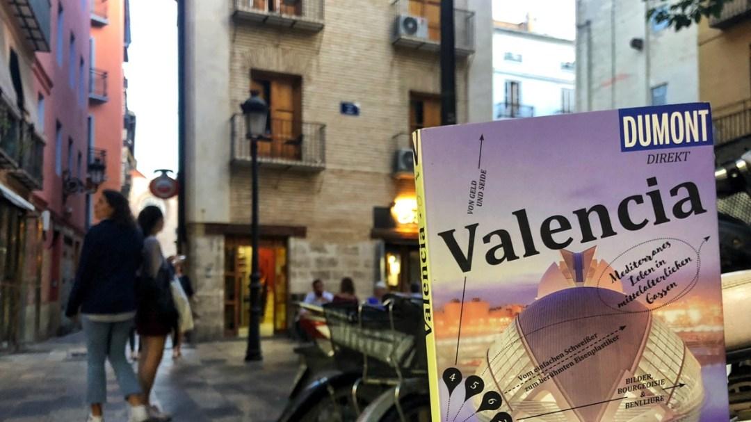 Valencia Altstadt, El Carmen: Reiseführer können auch mal ausgeliehen werden.