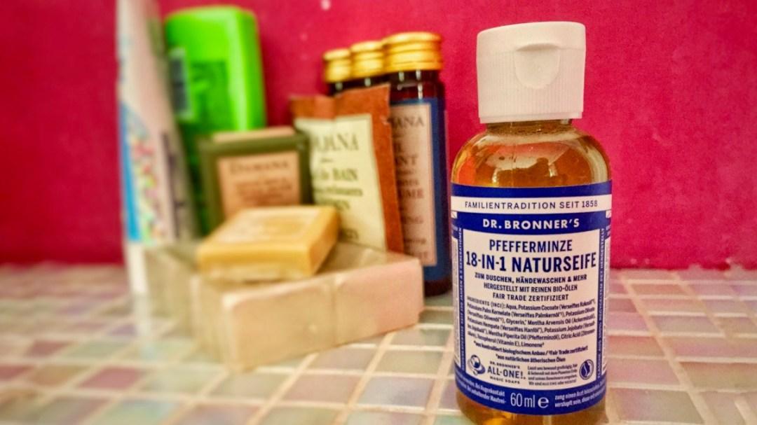 Dr Bronner's Naturseife im Test: Reiseblog der Internaut testet das Hygieneprodukt, das gleich 18 andere Produkte ersetzen soll