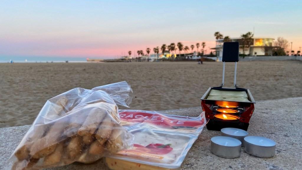 Reise Gadget Test: Kleiner kompakter Raclette Grill geprüft am Strand von Valencia