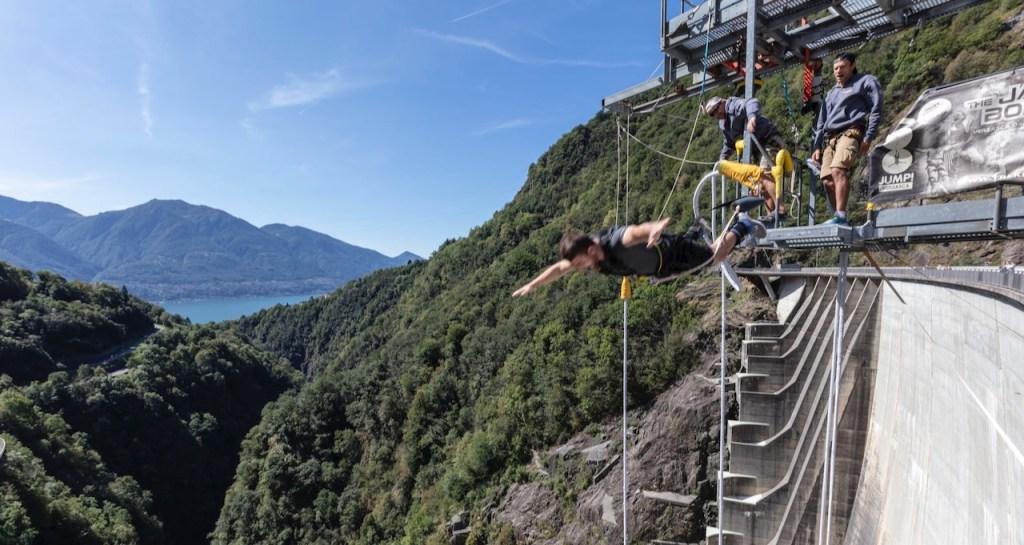 Filmtourismus: Der Bungee-Jump von James Bond aus GoldenEye im Tessin als touristische Attraktion.