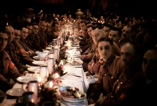 inside-a-nazi-christmas-party-hosted-by-adolf-hitler-1941-3