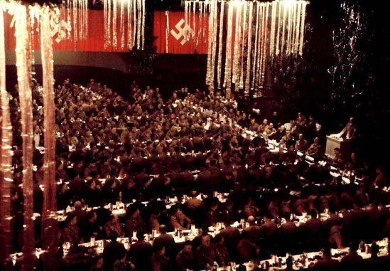 inside-a-nazi-christmas-party-hosted-by-adolf-hitler-1941-4
