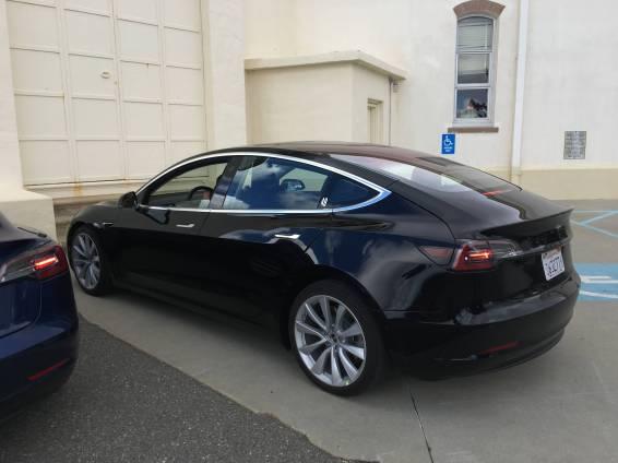 Tesla_Model_3_10