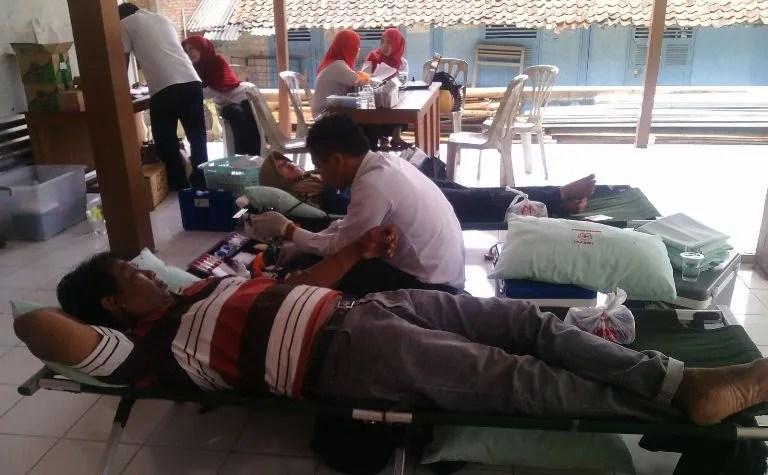 Kegiatan rutin donor darah di Balai Desa Dermaji