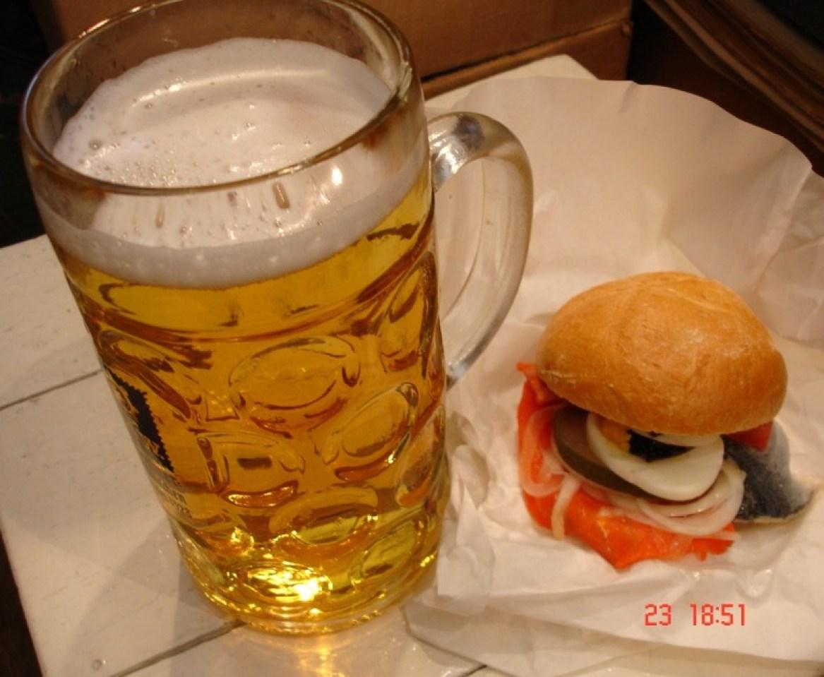 Bier mit Fischsemmel