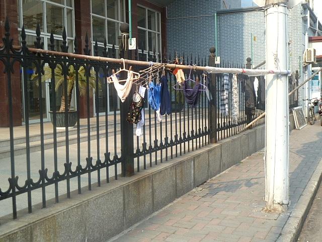 Wäschetrocknen auf der Strasse