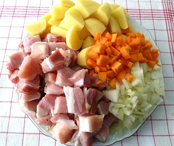 Schweinebauch-Kartoffelgulasch