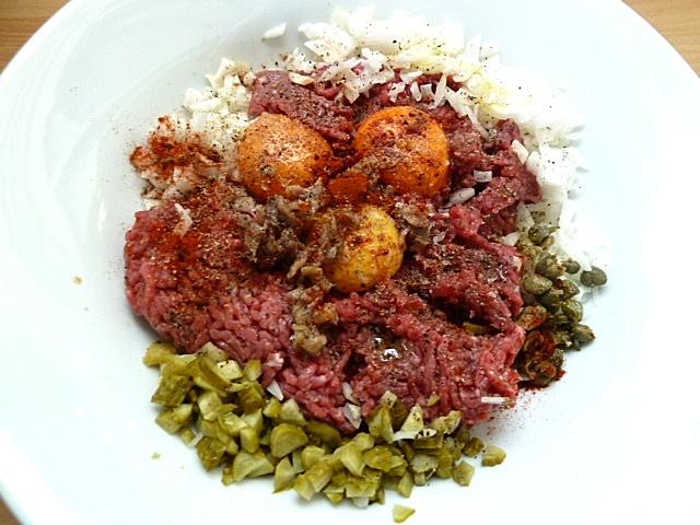 Tatar, Krautsalat und Schwarzbrot