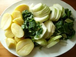 Mangold, Kohlrabi, Kohlrabigrün und gekochte Kartoffeln