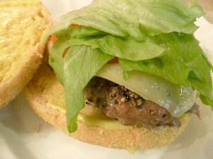 Cheeseburger mit Dinkel-Weizensemmel