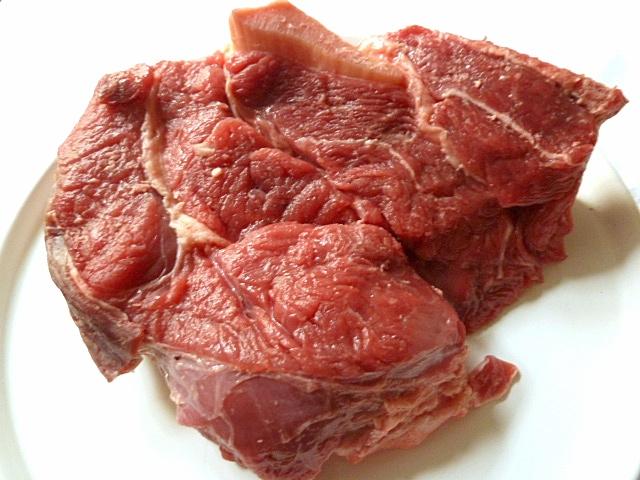 Gekochtes Rindfleisch mit Weißkrautgemüse und Meerrettichsoße