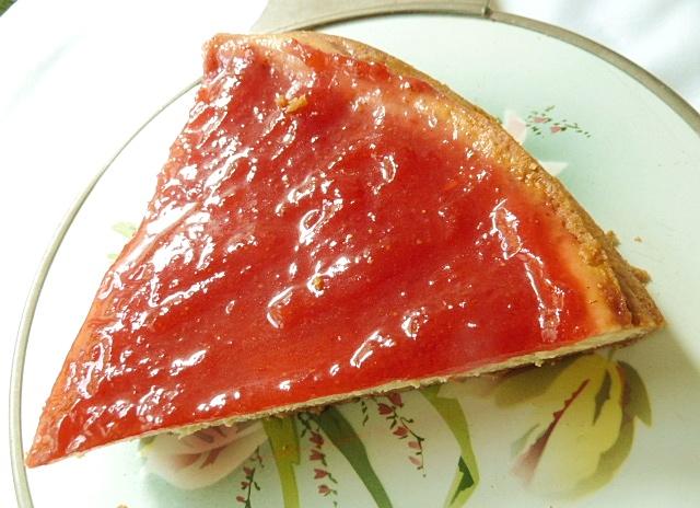 Käsekuchen mit Erdbeermarmelade und ohne