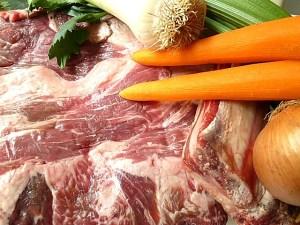 Brustkern, Knochen und Gemüse