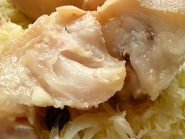 Schweinepfoten und Kassler mit Sauerkraut