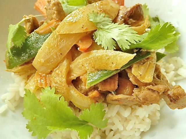 Rindfleisch-Gemüse Curry mit Kokosmilch