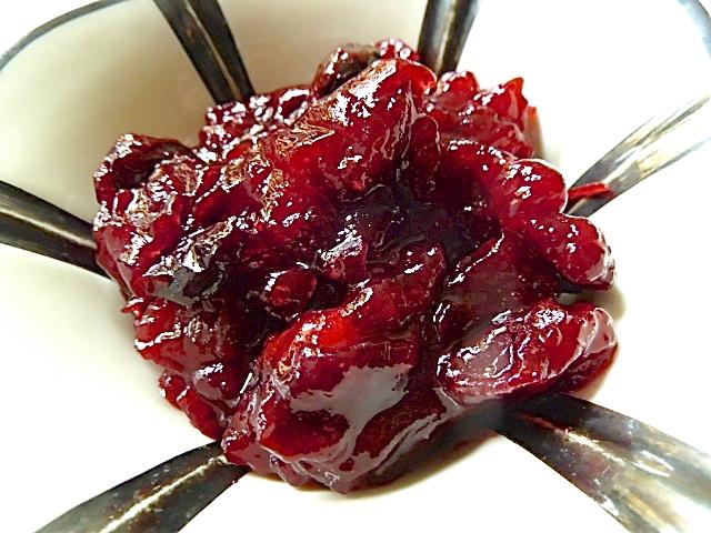 Rehschnitzel, sauere Linsen mit Spätzle, Cranberries und Rosmarinbutter
